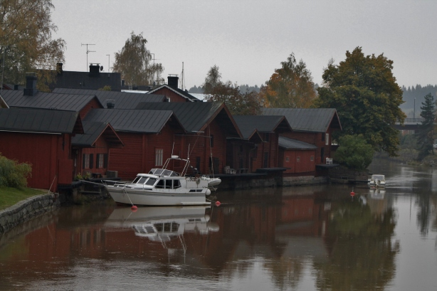 Red wooden houses...water...rainy autumn sky... it's definitely PORVOO! :D